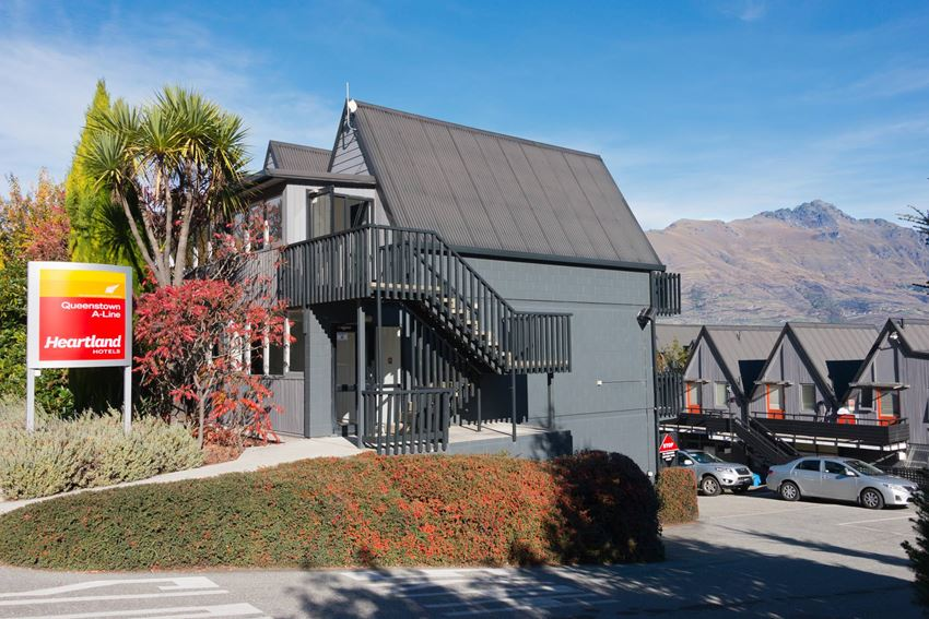 Queenstown hotel accommodation heartland hotel for Design hotel queenstown